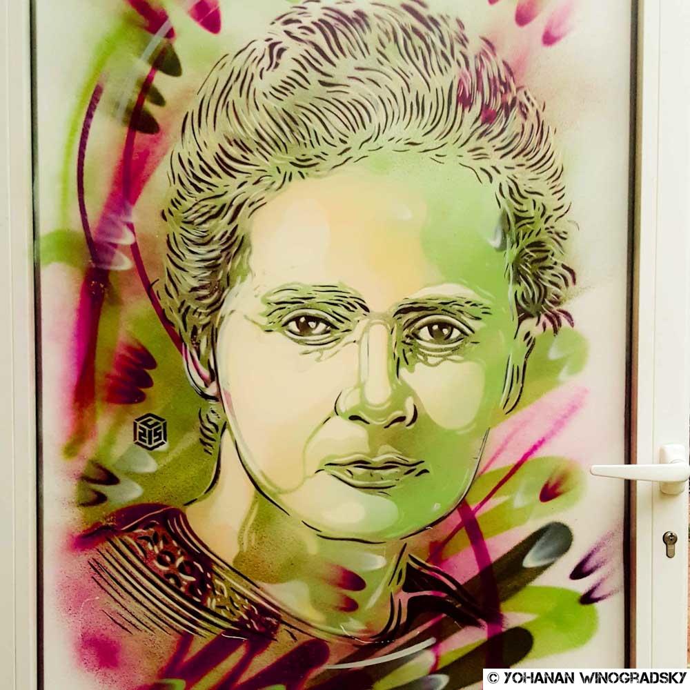 streetart paris par c215 portrait de marie curie